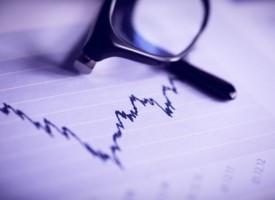 Weltweite Börsentalfahrt: Kaufen oder halten?