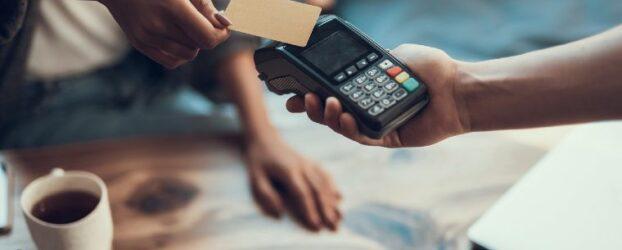 Debit- oder Kreditkarten: Unterschiede und Vorteile verständlich erklärt