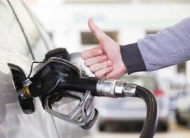 Sorgenfreies Tanken im Jahr 2015: Wie lange wird die Ölpreis-Talfahrt noch andauern?