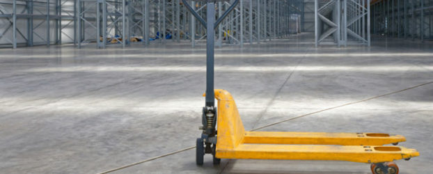 Helfer in der Warenwirtschaft: Welches Hubwagenmodell ist das richtige für welchen Betrieb?